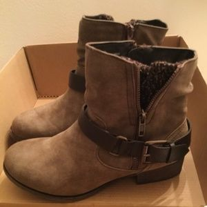 Fall distressed ankle boots